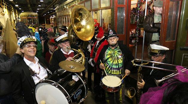 Carnival+band+playing+during+Mardi+Gras