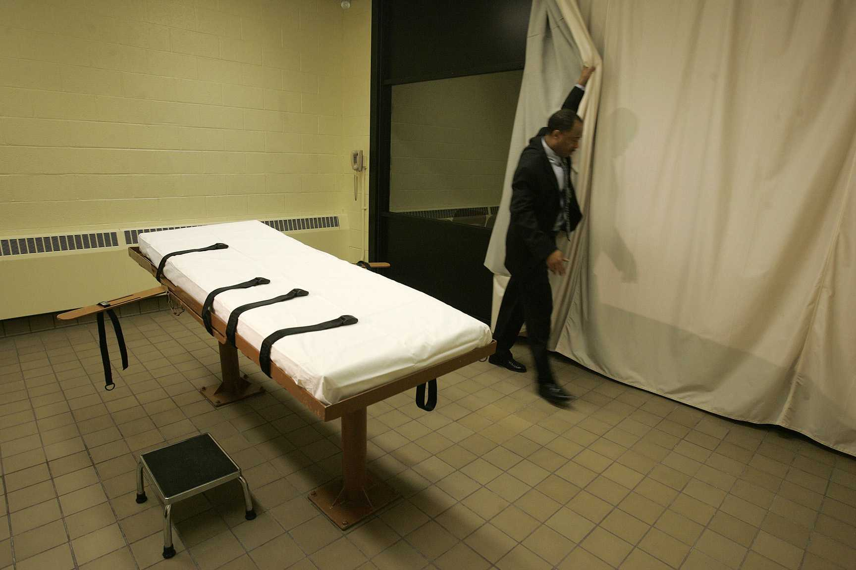 FILE - This Nov. 5, 2005 file photo, shows the death chamber at the Southern Ohio Corrections Facility in Lucasville, Ohio. A federal judge ruled Monday, Oct. 26, 2015, that Ohio can shield the identity of people or entities involving in obtaining or using lethal injection drugs for executions, rejecting defense attorneys' arguments that the information should be disclosed.  (AP Photo/Kiichiro Sato, File)