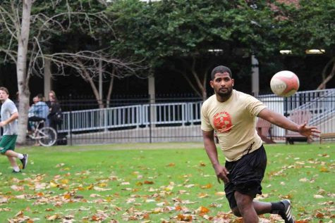 The Loyola rugby team works on passing during their practice on Monday, Jan. 16. Photo credit: Marisabel Rodriguez