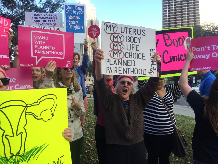 Planned+Parenthood+supporters+chant+for+pro-choice+rights.+Nearly+200+people+gathered+in+front+of+City+Hall+to+defend+the+organization+in+response+to+President+Trump%27s+order+to+defund+it.+Feb.+10%2C+2017.+Photo+credit%3A+Haley+Pegg