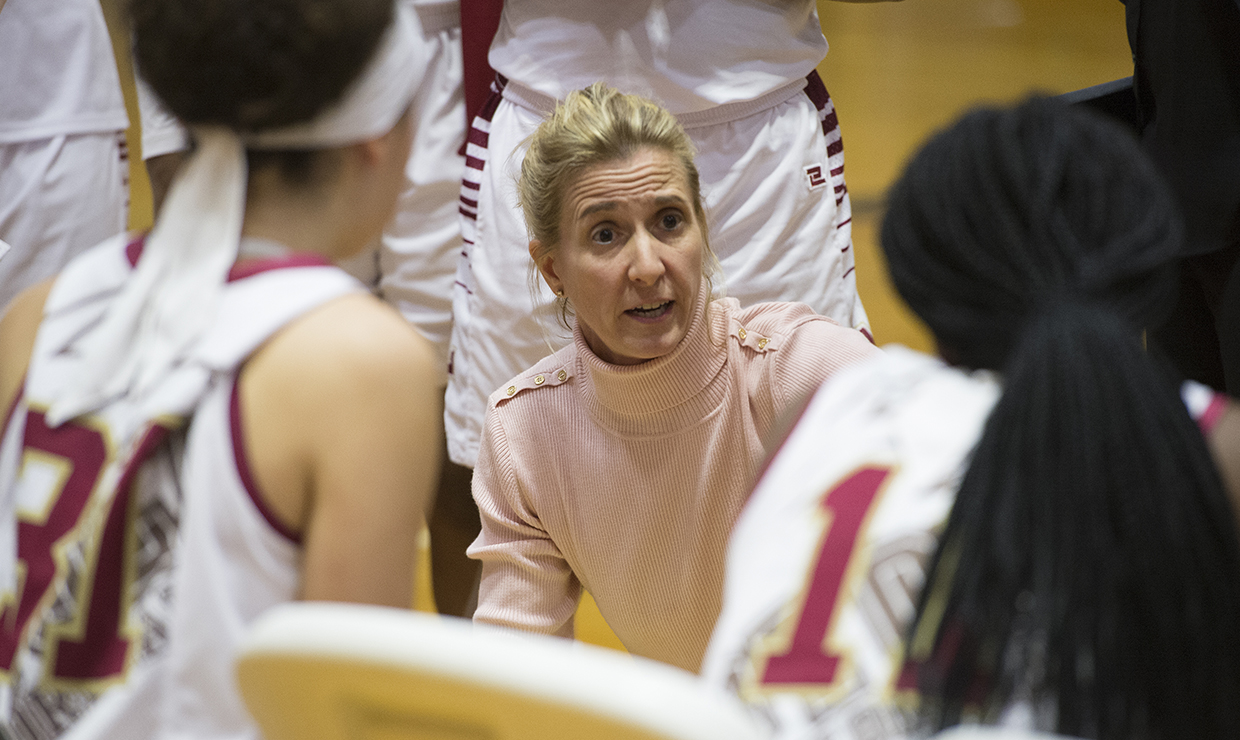 Kellie Kennedy coaches players during a timeout. Kennedy won the Louisiana Sports Writers Association Coach of the Year award on April 7. Photo credit: Courtesy of Loyola Athletics