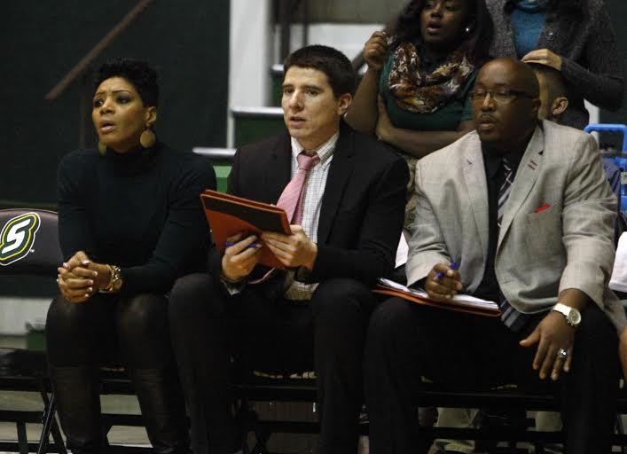 Loyola's new women's basketball assistant Travis Ponton (center).