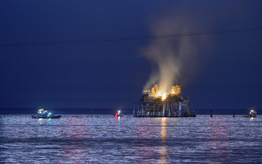Jefferson+Parish%2C+La.%2C+authorities+and+others+from+other+parishes+respond+to+an+oil+rig+explosion+in+Lake+Pontchartrain+off+Kenner%2C+La.%2C+Sunday%2C+Oct.+15%2C+2017.+%28Matthew+Hinton%2FThe+Advocate+via+AP%29+Photo+credit%3A+Associated+Press