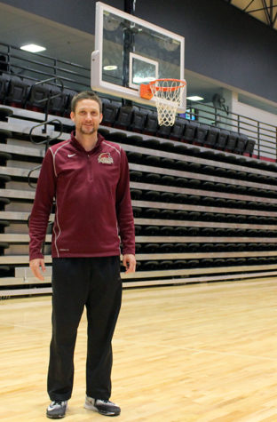 Loyola men's basketball coach Stacy Hollowell was named a top coach by coachstat.com. Hollowell looks to build off of his national tournament appearance. CRISTIAN ORELLANA/The Maroon. Photo credit: Cristian Orellana
