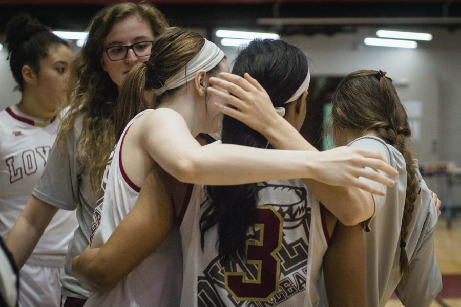 Biology+senior+Di%27Mond+Jackson+%283%29+dribbling+down+the+court+at+a+home+women%27s+basketball+game+against+Blue+Mountain+College+Feb.+24%2C+2018.+Jackson+recorded+a+double-double+with+12+points+and+16+rebounds.+Photo+credit%3A+Julia+Santos
