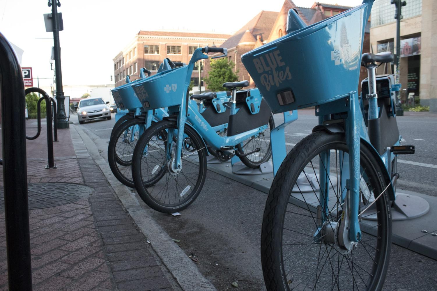 Blue Bikes sit outside the Contemporary Arts Center on Camp Street on April 11th. CHRISTEN ORELLANA/The Maroon. Photo credit: Cristian Orellana
