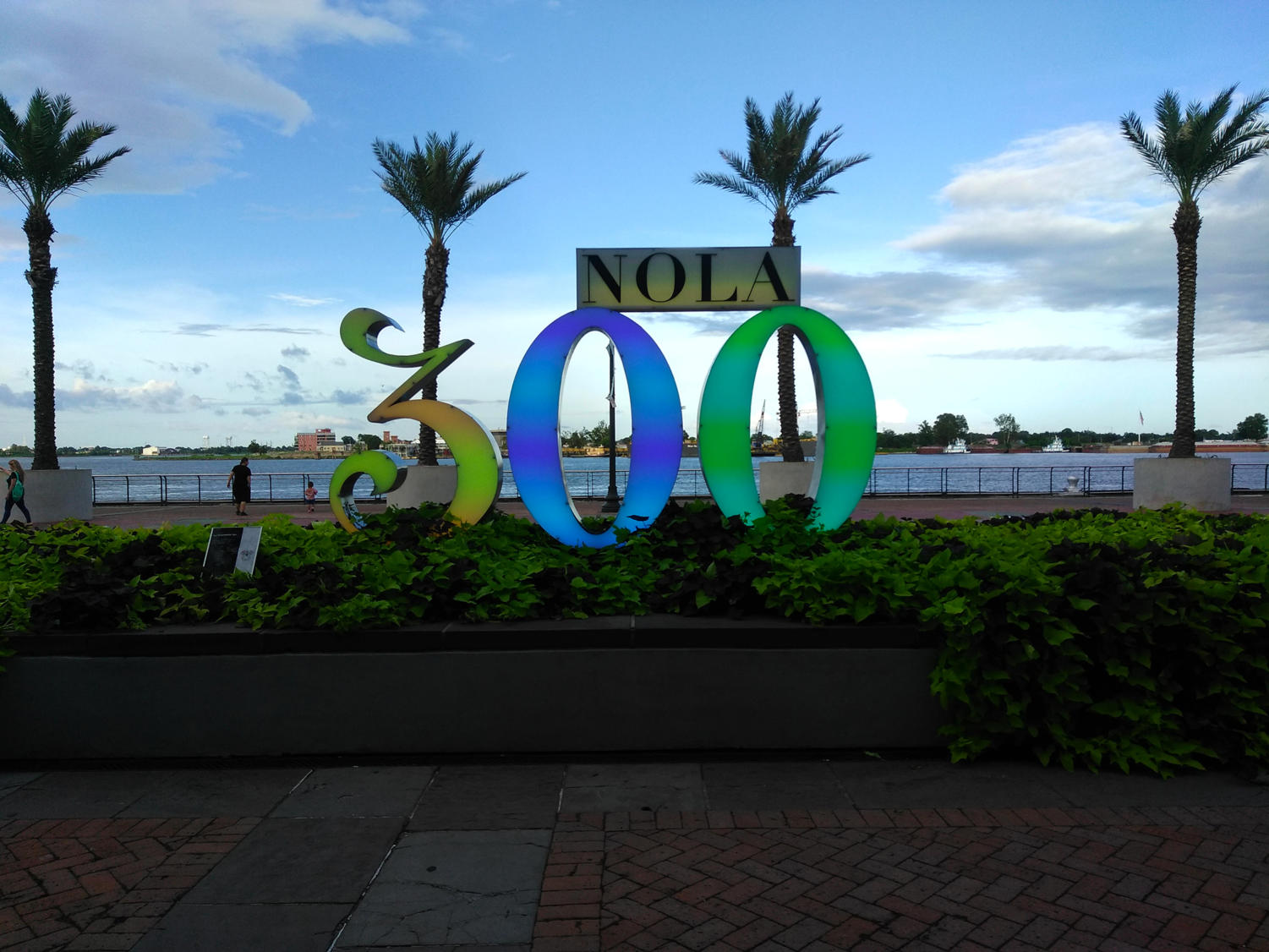 The New Orleans Tricentennial sign stands dry on Tuesday September 4, 2018 after tropical storm Gordon missed the downtown New Orleans area. Loyola reopened at 10:30 a.m. Wednesday morning after closing down on Tuesday. Photo credit: Cristian Orellana