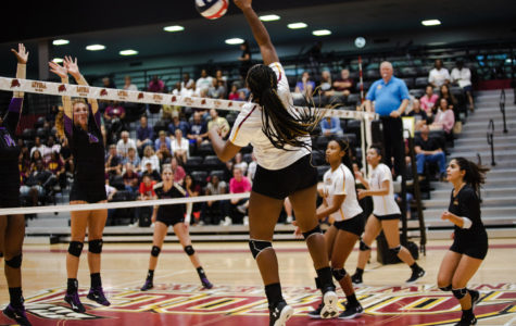 Loyola volleyball lose two games over the weekend