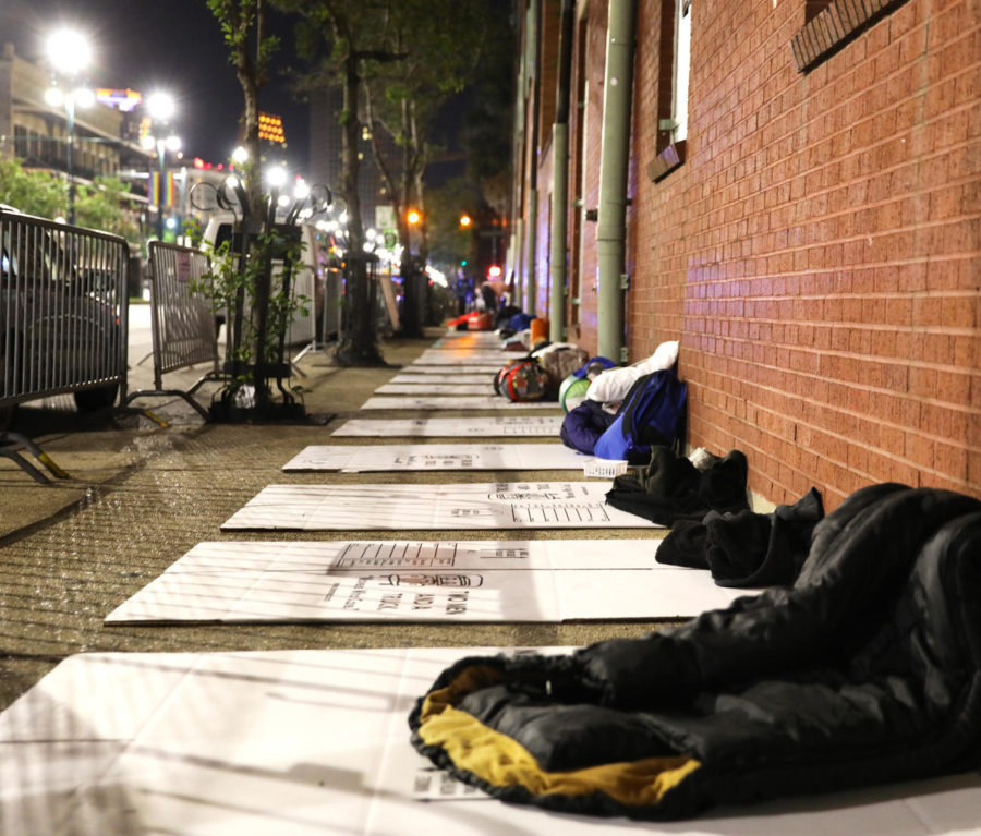Sleeping+bags+lined+the+sidewalk+of+N.+Rampart+St.+outside+of+Covenant+House.+Participants+slept+outside+to+show+support+for+homeless+youth.+Photo+credit%3A+Andres+Fuentes