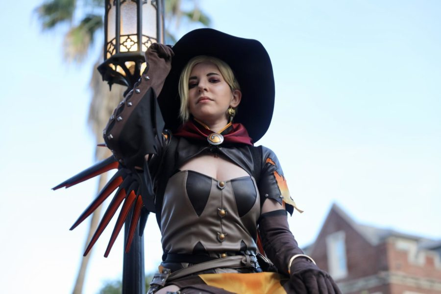Kris+D%E2%80%99Arcangelo+dresses+up+as+Mercy+from+the+video+game%2C+Overwatch.+D%27Arcangelo+says+she+finds+a+welcoming+community+within+cosplayers.+Photo+credit%3A+Andres+Fuentes
