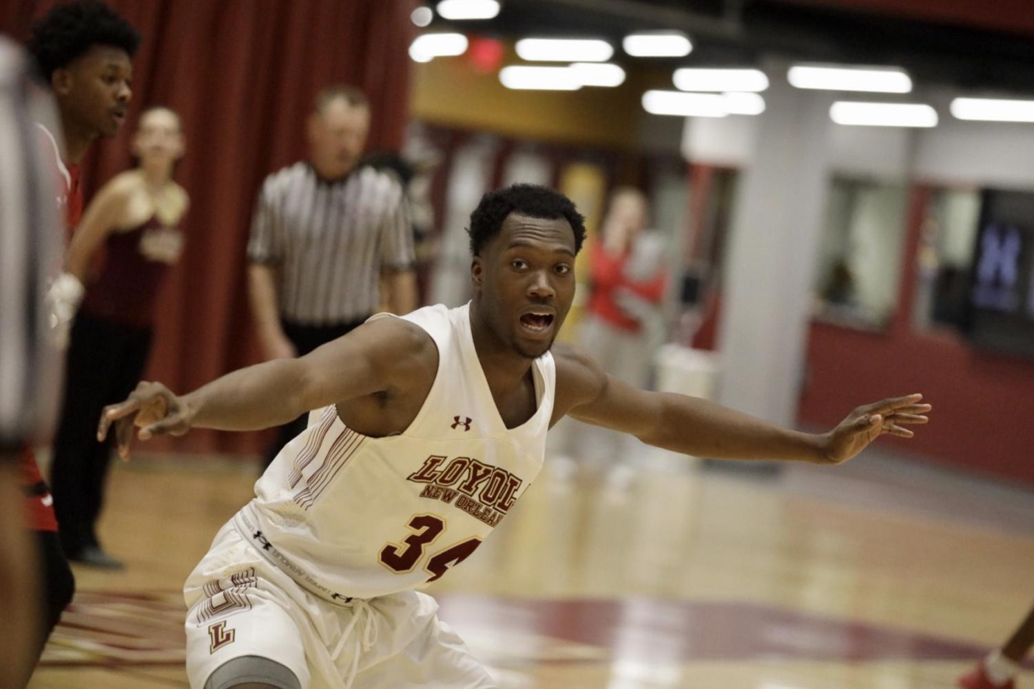 Business sophomore Terry Smith Jr. (34) yells out defensive plays for his team. Loyola lost to William Carey 67-54. Photo credit: Andres Fuentes