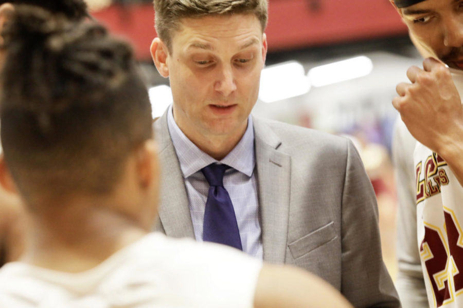 Men%E2%80%99s+head+basketball+coach+Stacy+Hollowell+reviews+the+game+plan+before+playing+Bethel+University+on+Feb.+14.+Photo+credit%3A+Andres+Fuentes