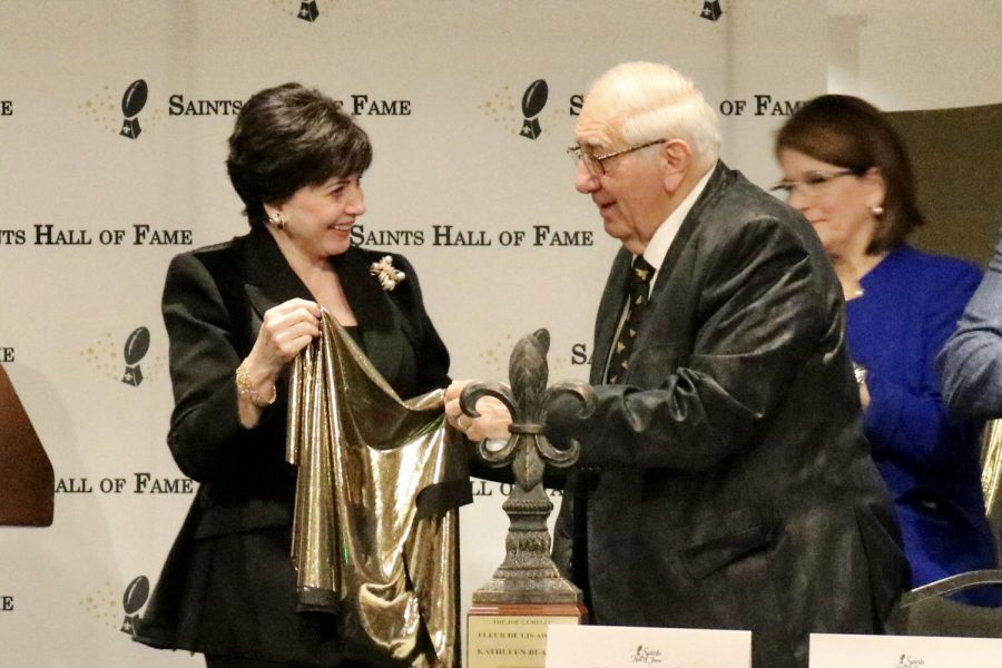 """New Orleans Saints owner Gayle Benson unveils the Joe Gemelli """"Fleur de Lis"""" award in front of Kathleen Blanco's family. The former Louisiana governor died on Aug. 18 before she could receive the award at the formal ceremony on Oct. 26, 2019."""