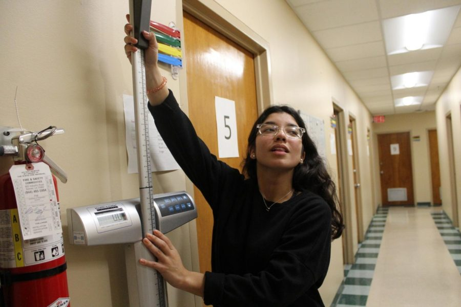 Student interns as medical translator for Spanish speakers