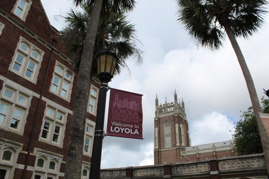 A+%27Welcome+to+Loyola%27+sign+waves+outside+Thomas+Hall+on+May+17%2C+2020.+The+university+is+working+on+finding+alternative+housing+options+for+students+who+were+displaced+by+the+May+21+announcement+that+upperclassmen+would+not+be+provided+on-campus+housing+due+to+safety+concerns+about+social+distancing+in+residence+halls.+Photo+credit%3A+Alexandria+Whitten