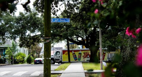 A truck drives past a street sign for Jefferson Davis Parkway on Sept. 3. A new city renaming commission voted to rename the street and is planning on considering renaming other streets named after Confederates in the coming weeks. Photo credit: Alexandria Whitten