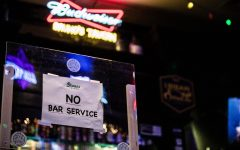 Navigation to Story: Uptown bars host patrons amid COVID-19