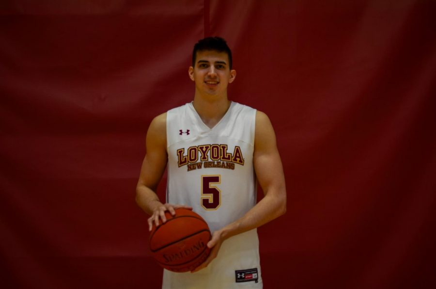 Zach+Muller%2C+Business+major+and+sophomore+at+Loyola%2C+plays+point+guard+for+Loyola%27s+Men%27s+Basketball+team.+Muller+will+be+a+crucial+asset+on+the+court+in+the+team%27s+2021-2022+season.+Photo+credit%3A+Gabrielle+Korein