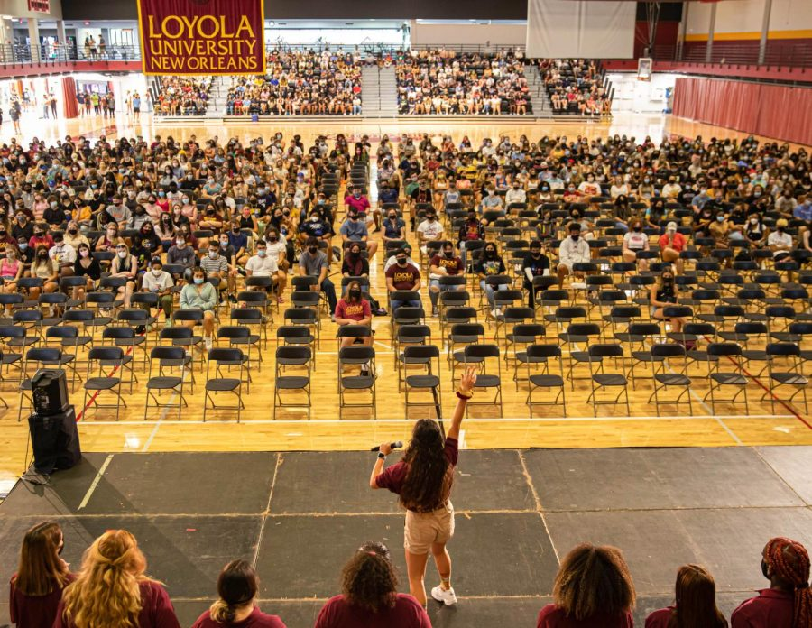 (WEB VERSION) Freshmen and Krewe leaders students gather in the Sports Complex for the beginning of Wolf Pack Welcome on Aug. 18th, 2021. This years freshmen class is the largest and most diverse in Loyolas history.