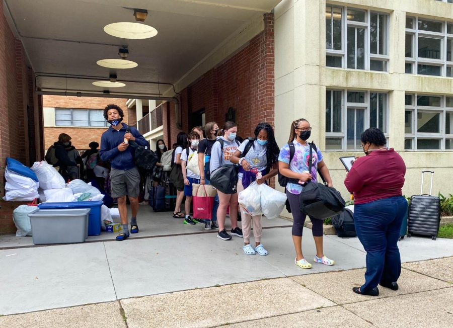 WEB: Loyola students line up to leave Spring Hill Colleges campus in September 2021. Spring Hill opened up its campus to students who were unable to evaucate after Hurricane Ida knocked that power out on Loyolas campus. Courtesy of Spring Hill.
